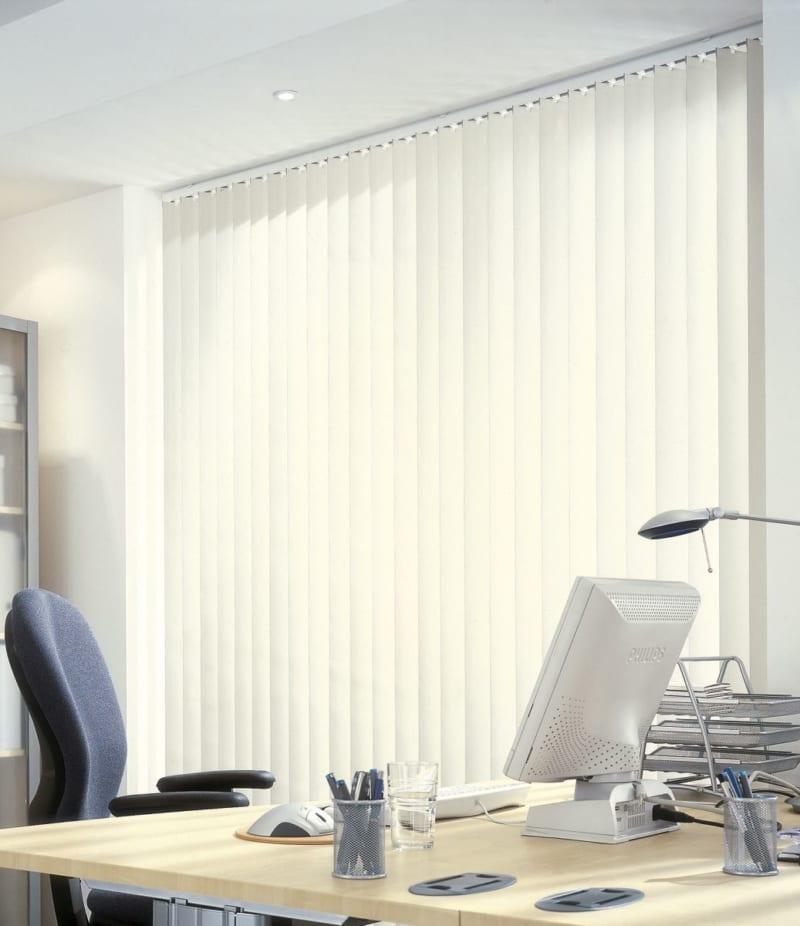 Rèm lá dọc mang đến sự hài hòa cho văn phòng bạn